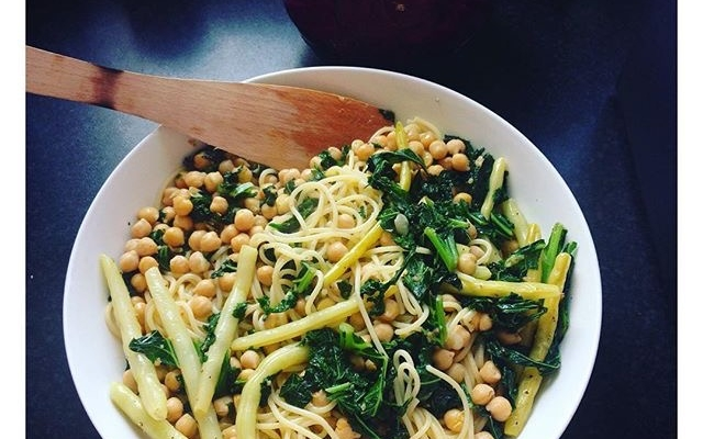 Kale and chickpea summer pasta